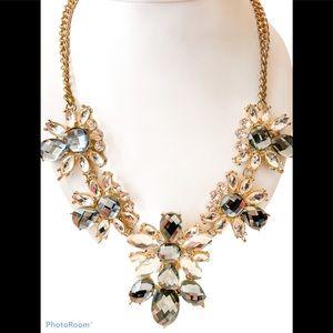 3/60 Deal !! Drop statement necklace